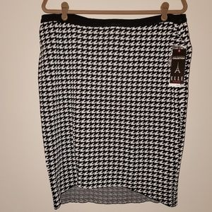 ELLE Black/White Houndstooth Knit Pencil Skirt